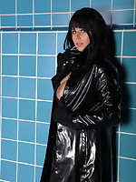 Stunning MILF Desyra Noir is dressed in black | DesyraNoir.com