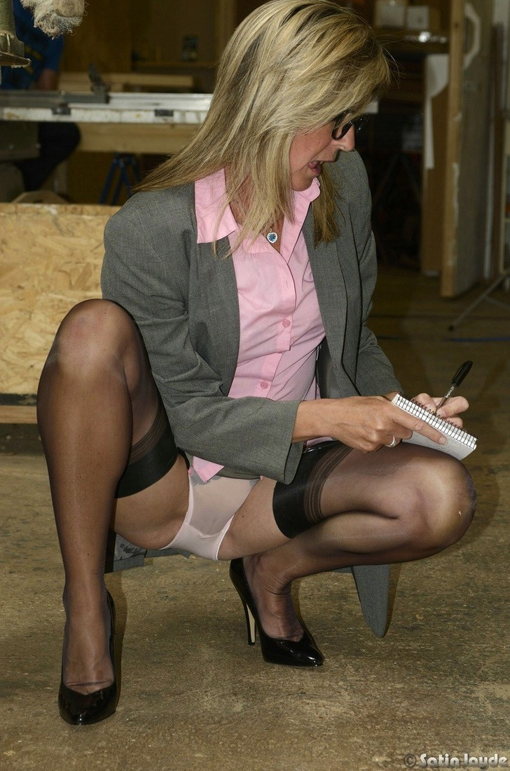 squatting-upskirt-pictures-tits-nipple-exposed-jiggle-anal-sex-gif